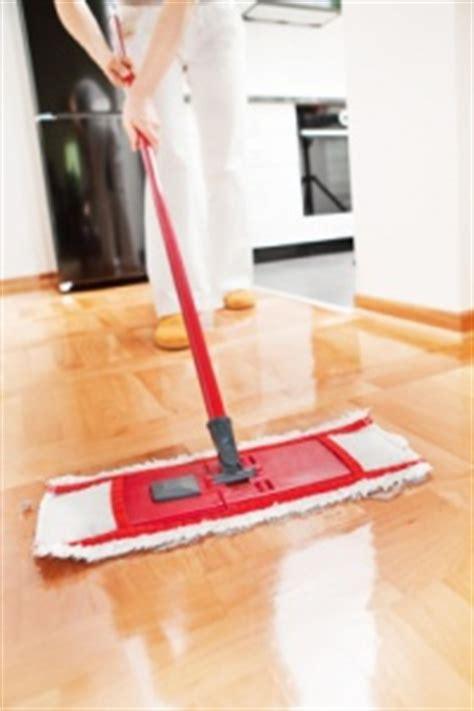 wohnung reinigen parkett reinigen und putzen parkettpflege