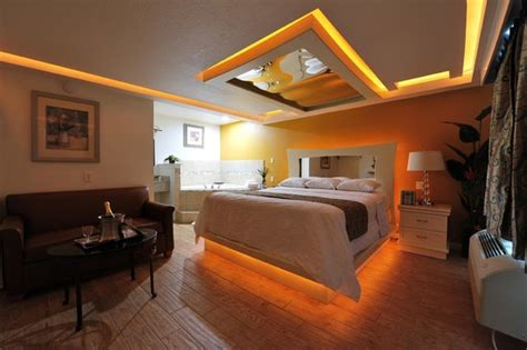theme hotel dallas honeymoon suites with jacuzzi picture of romantic inn