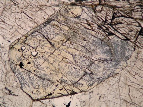 spinel in thin section sillimanite