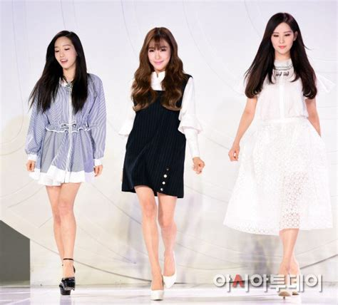 Kode Brg Fashion 2015 taeyeon and seohyun attend fashion kode 2015 opening ceremony