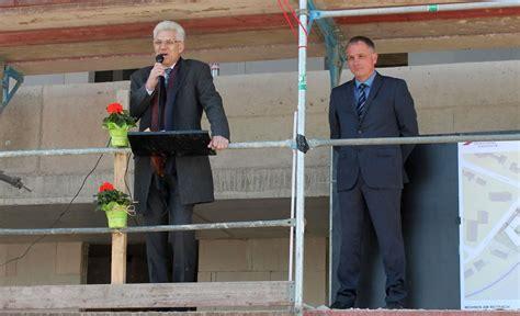 wohnungen barsinghausen wohnungsgenossenschaft feiert rohbaufest am reitbach