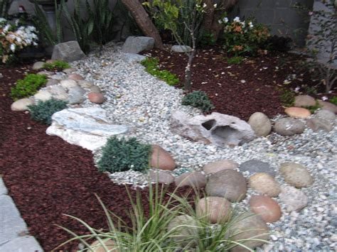 dry river bed landscaping dry river bed houseongreenwood