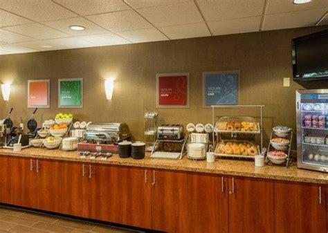 comfort suites breakfast breakfast buffet picture of comfort suites springfield
