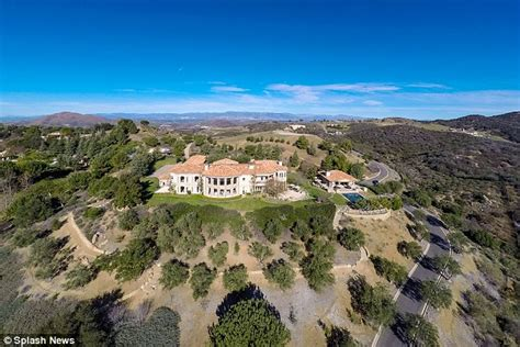 Three Bedroom House Britney Spears Splashes Out 7 4million On Five Bedroom