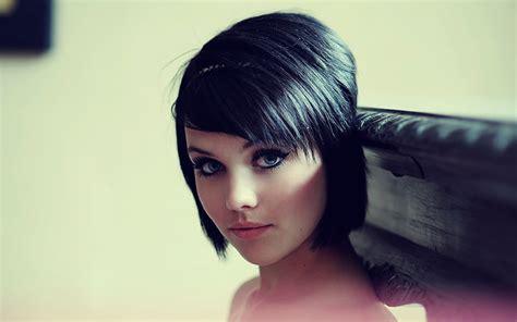 supermodels short hair download wallpapers download 1280x1024 women blue eyes