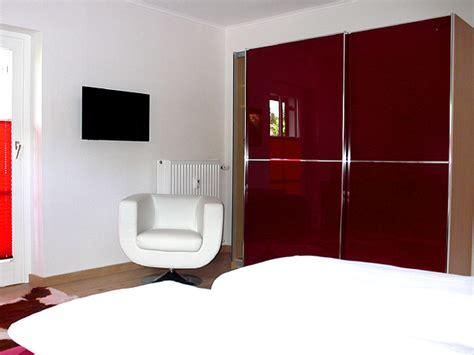 hübsche schlafzimmer ferienwohnung elisa garmisch partenkirchen firma fewo