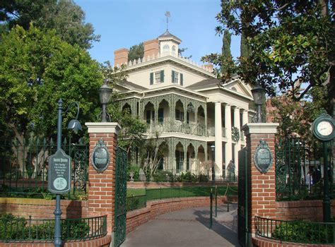 Disneyland S Haunted Mansion The Enchanted Manor