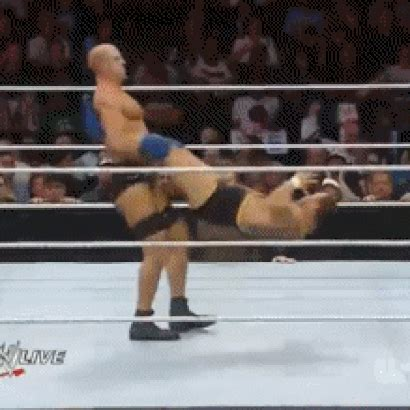 cesaro swing gif antonio cesaro swings santino marella cageside seats