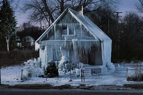 Frozen House by Frozen Icycle Homes House