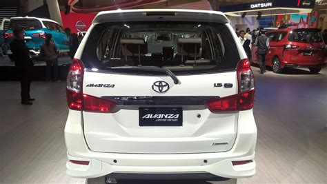 Lu Mobil Avanza Belakang toyota avanza limited edition rear 2017 giias live indian autos