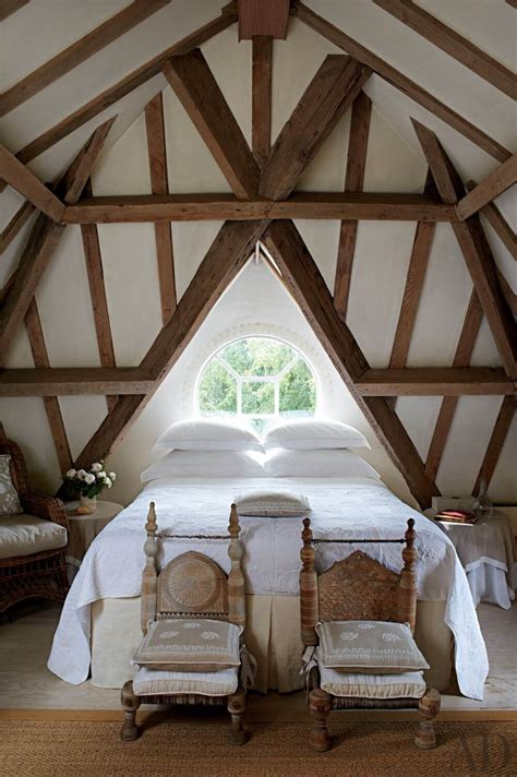 Criss Cross Ceiling Beams - 10 vaulted ceiling design ideas for modern bedroom https