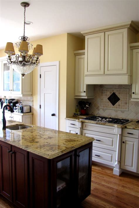 cream kitchen cabinets with chocolate glaze cream kitchen cabinets chocolate glaze quicua com