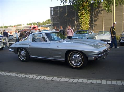 corvette stingray c2 legendary cars chevrolet corvette c2 stingray 1963 1967