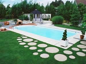 piscine moderne dans le jardin sadifel bobbera piscines