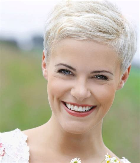 colleen christy chopped hairstyle pin by christy watts on it s only hair pinterest blond