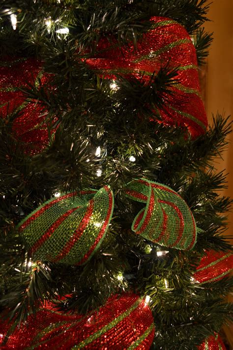 kristen s creations decorating a tree with mesh ribbon tutorial