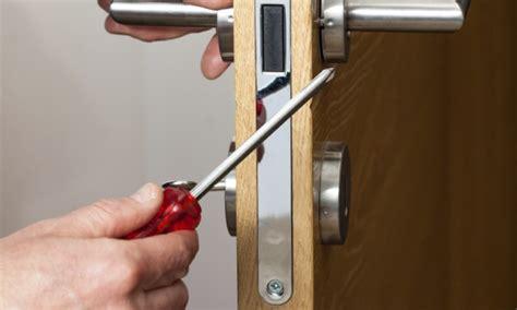 door lock broken 4 diy ways to repair a broken door lock smart tips