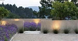 betonmauer garten moderne gartengestaltung beispiele lavendel betonmauer