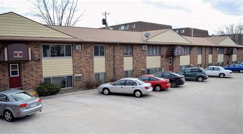 1 bedroom apartments iowa city one bedroom apartments in iowa city 945 oakcrest st a1 1