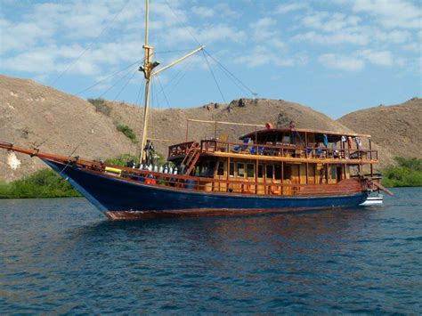 Bahu Bolong the batu bolong living aboard the indonesia expat