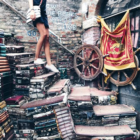 libreria dell acqua alta venezia libreria acqua alta a venezia un posto da vedere