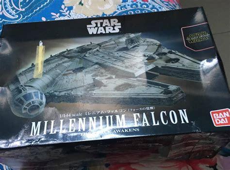 Mainan Figure Wars Pesawat Induk Millennium Falcon Hasbro unboxing dan review model kit millennium falcon wars plamo bandai gwigwi