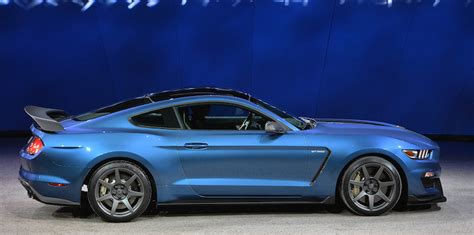 liquid blue debuted on the shelby gt350r mustang 2015