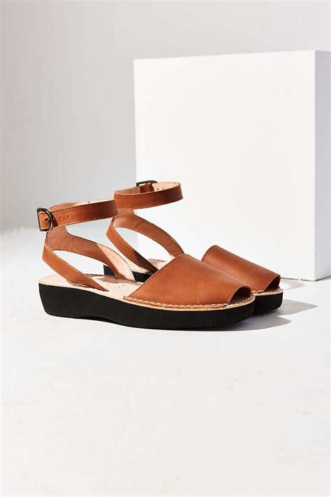 pons shoes pons avarcas mediterranean platform sandal in brown lyst