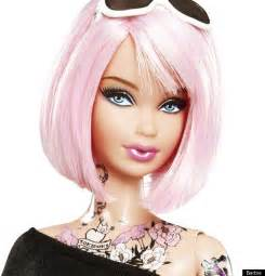 上半身タトゥーにピンクの髪 トキドキバービー