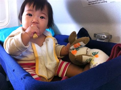 tips naik pesawat balita 10 tips naik pesawat bersama balita