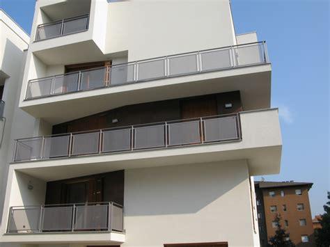 fioriere in ferro per balconi villac edilizia residenziale e commerciale