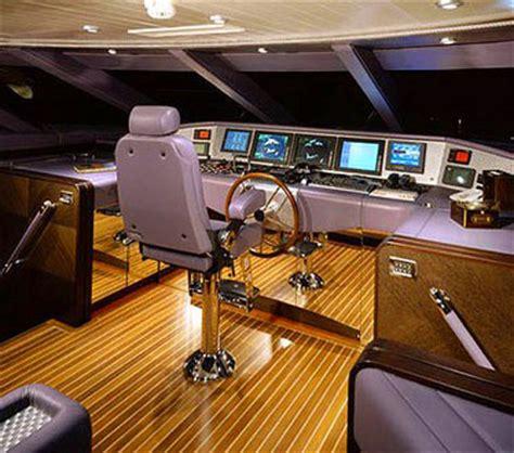tekne kullanmak için ehliyet seyir halindeki bir tekne 252 zerinde vhf deniz telsizi var