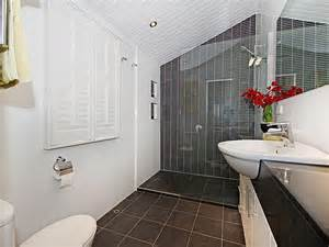 bathroom feature tile ideas modern bathroom design with louvre windows using frameless glass bathroom photo 526325