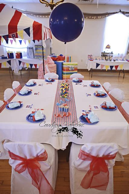 Circus Themed Baby Shower Decorations by Circus Themed Baby Shower Carnival