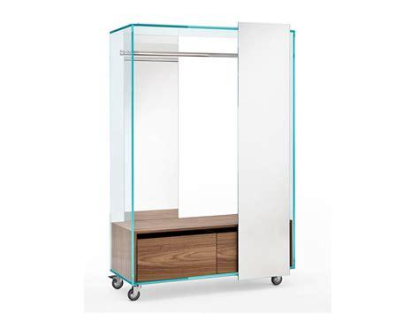 armadio con ruote armadio su ruote con specchio shoji tonelli design