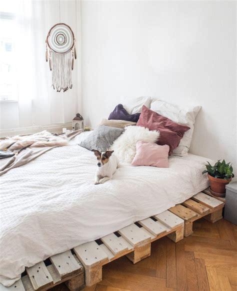 bett yes 17 best ideas about palettenbett selber bauen on