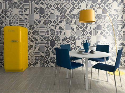 Supérieur Salle De Bain Carreau Ciment #4: carrelage-carreau-de-ciment-gris-au-mur-800x600.jpg