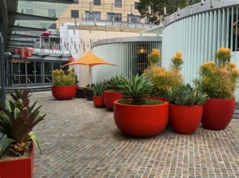 Grc Planter Boxes by Quatro Design Planters Planter Boxes Grc Products Planters In Commercial Spaces
