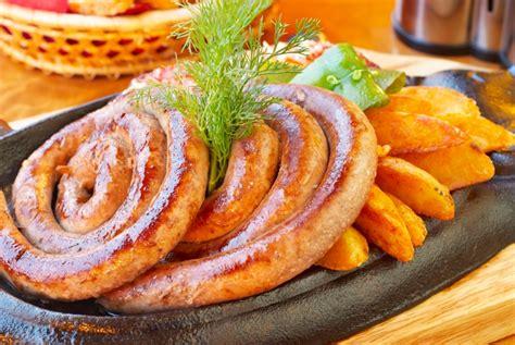 come cucinare salsiccia al forno come cucinare la salsiccia al forno con le patate