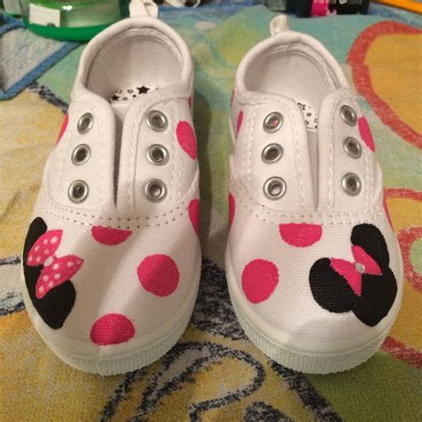 painted shoes diy minnie mouse painted canvas shoes diy pinteres