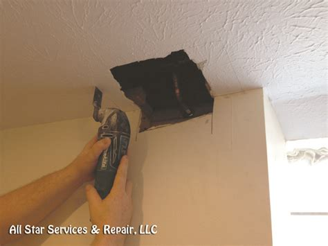 Cutting In A Ceiling by How To Repair A Textured Ceiling With Photos