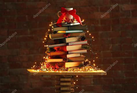 imagenes navidad y libros 193 rbol de navidad hecho de libros sobre la mesa en el fondo
