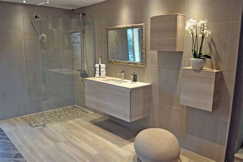 Impressionnant Salle De Bain Moderne Bois #5: salle-de-bain-avec-douche-italienne-et-baignoire.jpg