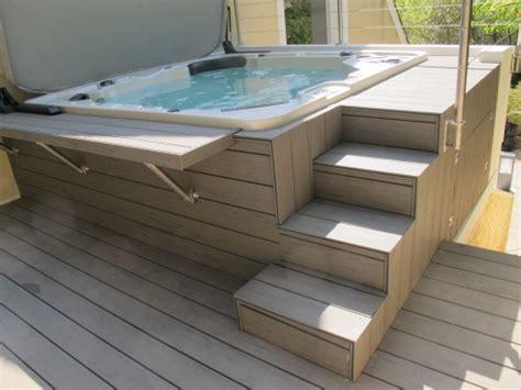 Deck De Piscine Ou Terrasse En Bois Exotique Autour D Une