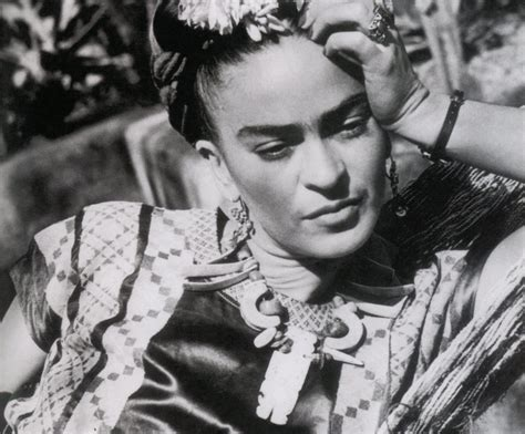 frida a biography of frida kahlo book by hayden herrera frida kahlo a spasso con gli artisti