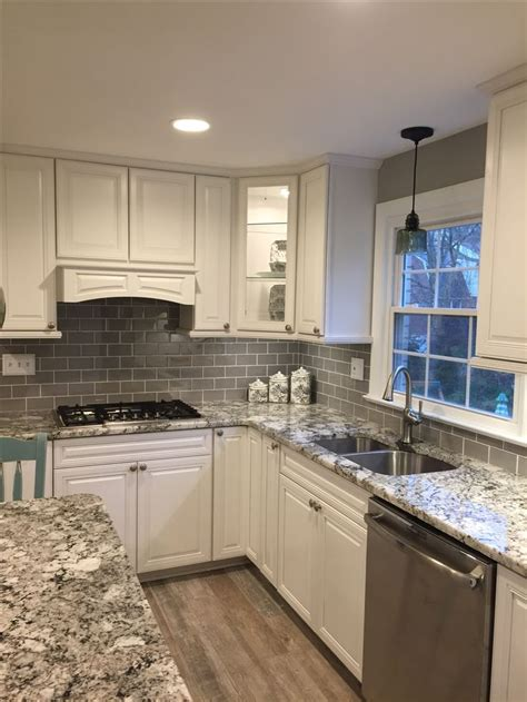 White Kitchen Glass Backsplash by 25 Best Ideas About Glass Tile Backsplash On
