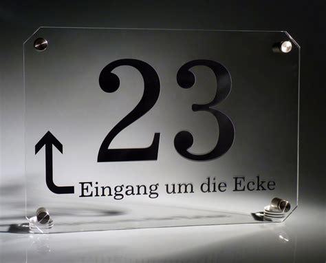 besta um die ecke acrylglas hausnummer klar pfeil werbeschild 24 schilder