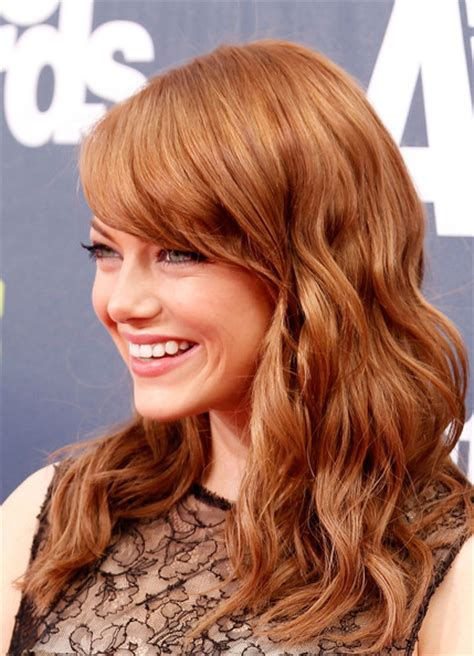 emma stone natural hair red carpet hair styles at the 2011 mtv movie awards hair