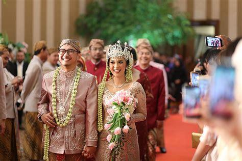 Wedding Adat Sunda by Pernikahan Adat Sunda Dengan Nuansa Garden The Wedding