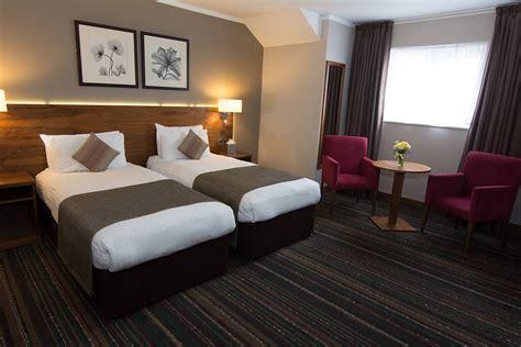 standard twin room london  western palm hotel